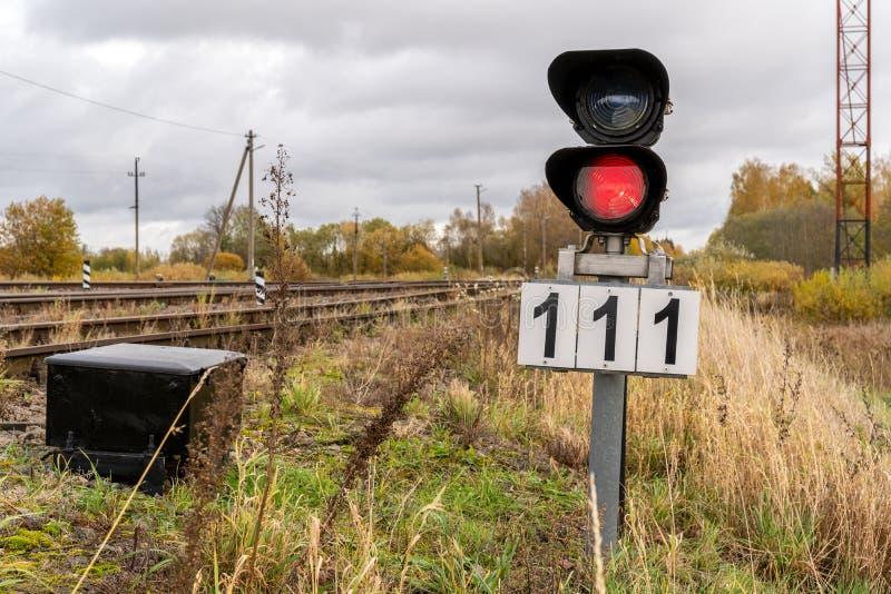 Rood signaal op spoorweg royalty-vrije stock foto