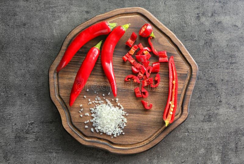 Download Rood Spaanse Peperpeper En Overzees Zout Stock Afbeelding - Afbeelding bestaande uit kruid, heerlijk: 107703443