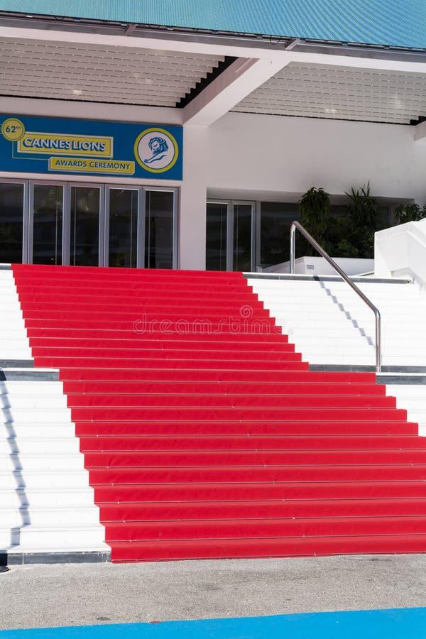 Rood tapijt in Cannes, Frankrijk Stairs van bekendheid stock afbeeldingen