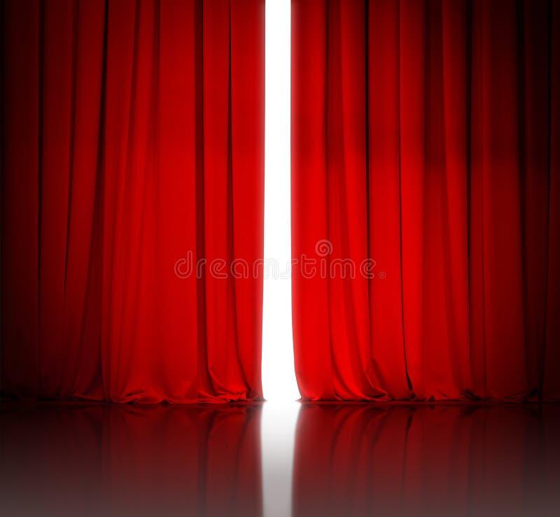 Rood theater of bioskoopgordijn lichtjes open en wit licht royalty-vrije stock fotografie