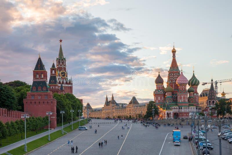 Rood Vierkant bij zonsondergang, Rusland stock fotografie