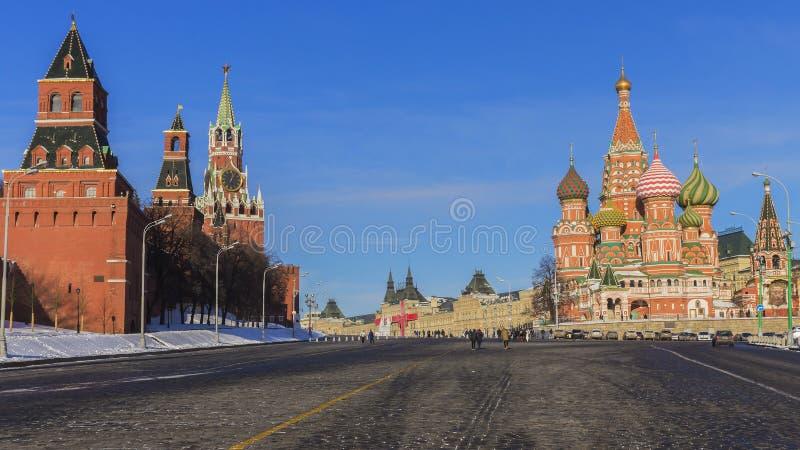Rood Vierkant (de Kathedraal van het Basilicum van het Kremlin en St ) Moskou, Rusland stock afbeeldingen