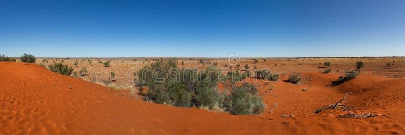 Rood zandduin in ver binnenlands Queensland Australië stock foto