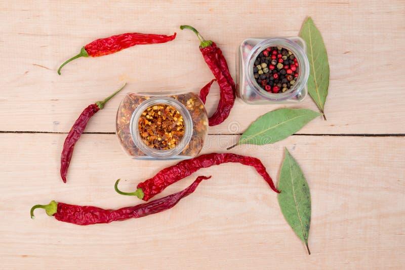 Roodgloeiend peper en laurierblad royalty-vrije stock foto