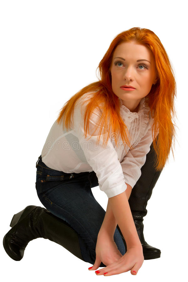 Roodharig meisje in een witte blouse royalty-vrije stock foto's