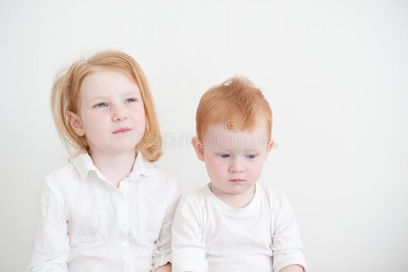 Roodharige broer en zuster royalty-vrije stock foto's