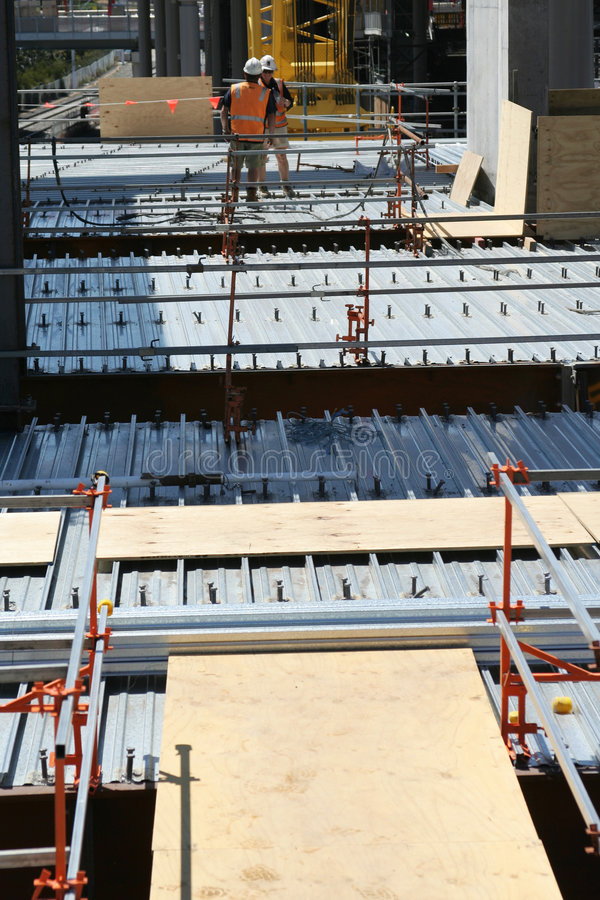 Free Roof Construction Workers Royalty Free Stock Photos - 472248