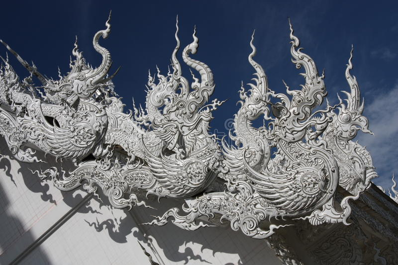 Roof sculptures with Thai dragons, Thailand stock photography