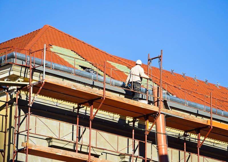 Roofer på arbete royaltyfri fotografi
