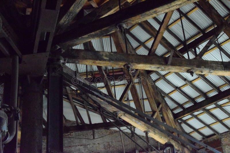 Roofline y braguero de madera viejo, molino de Bethlehem Steel imágenes de archivo libres de regalías