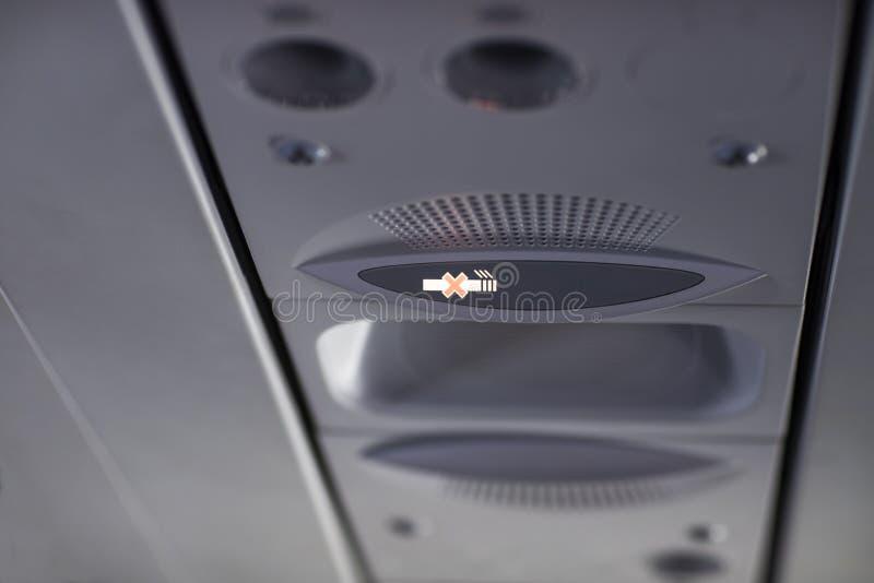Rook niet Symbool van het roken niet op het vliegtuig stock afbeelding