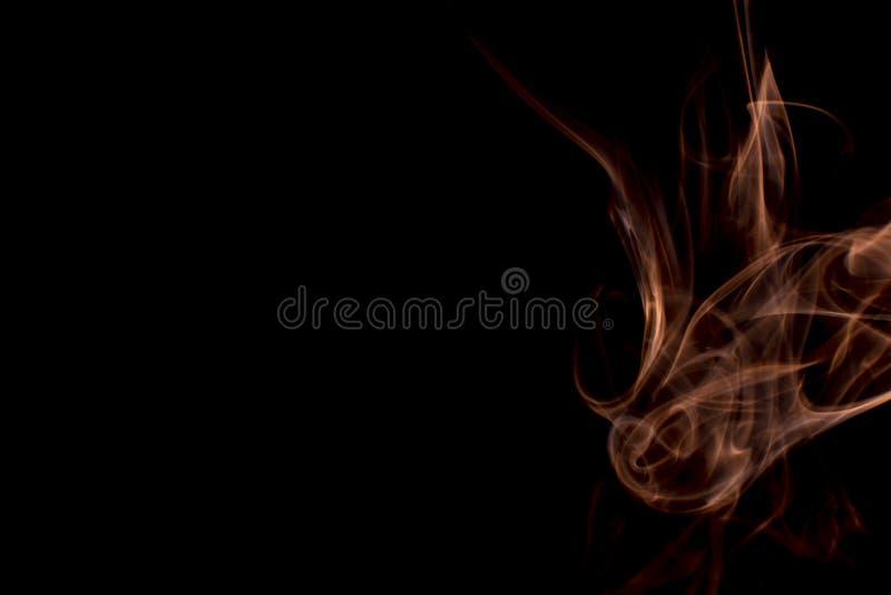 Rook verschillende kleuren op zwarte achtergrond Achtergronden voor het scherm stock foto