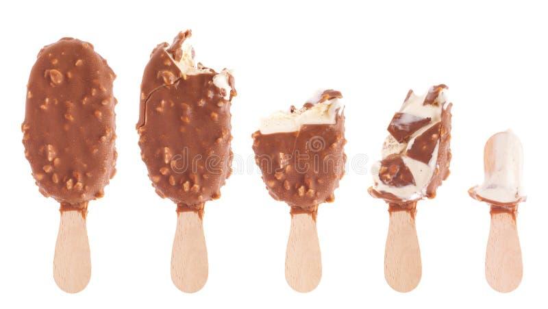 Roomijs dat van de chocolade omhoog wordt het gegeten royalty-vrije stock foto