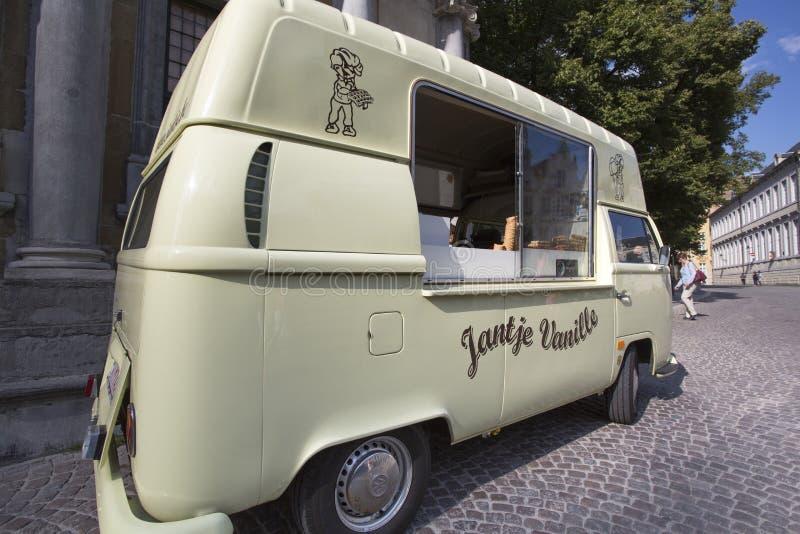 Roomijsauto in de straat van Brugge royalty-vrije stock foto's