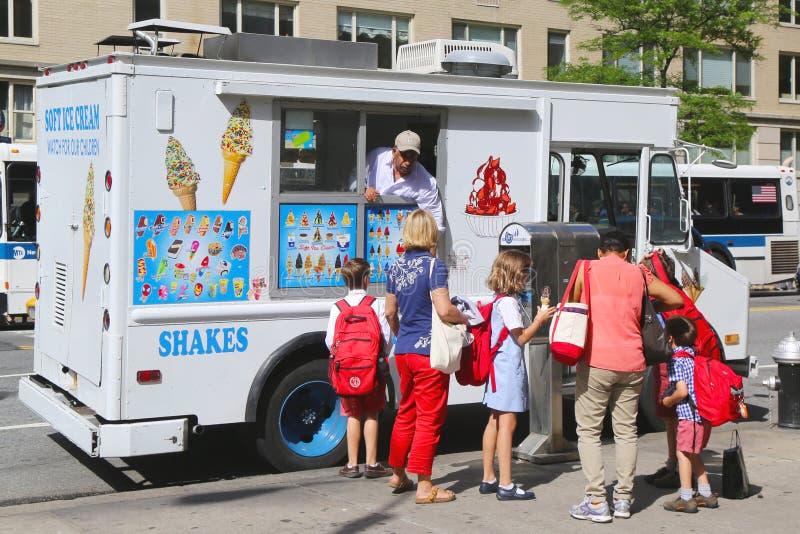 Roomijsvrachtwagen in uit het stadscentrum Manhattan royalty-vrije stock afbeelding