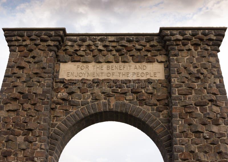Roosevelt Arch de debajo fotos de archivo