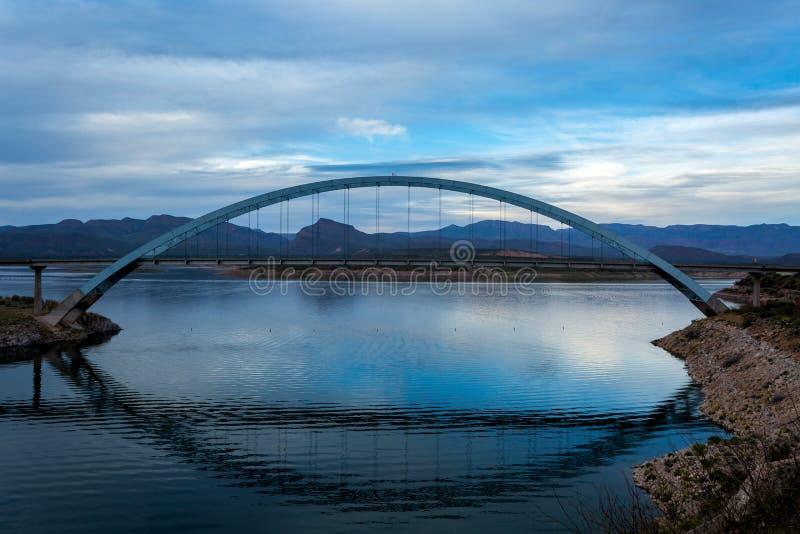 Roosevelt Bridge en Dam stock afbeelding