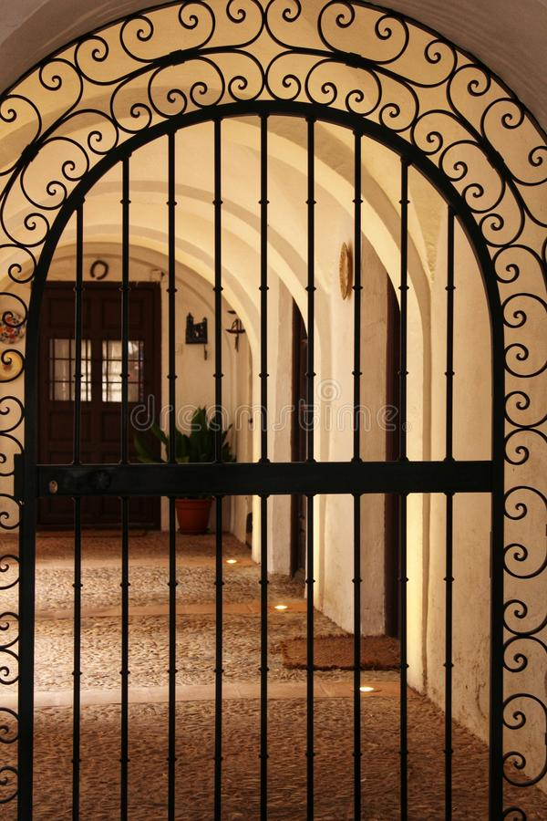 Rooster van ingang aan terras van typisch huis van Castilla-La Mancha royalty-vrije stock fotografie