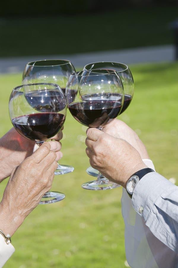Roosterende Wijnglazen royalty-vrije stock afbeelding