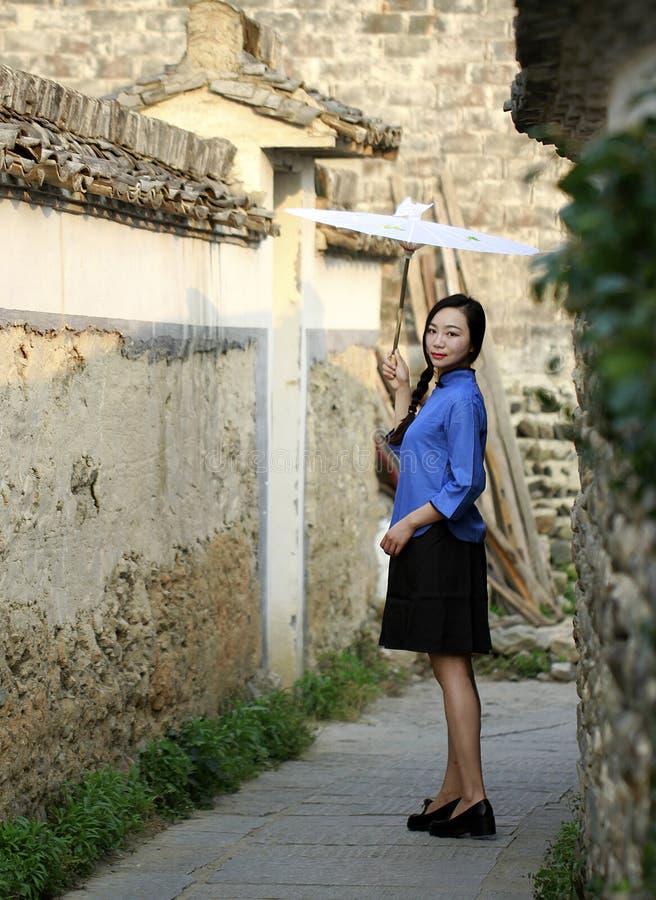 Ropa china del estudiante del desgaste de las muchachas en la República de China fotografía de archivo