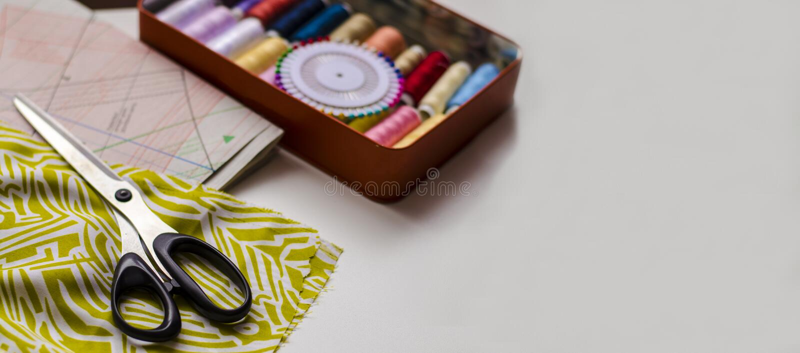 Ropa de costura de la preparaci?n del modelo del vestido, sector de la materia textil fotografía de archivo