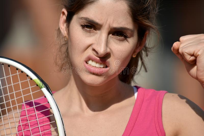 Ropa de deportes que lleva del atleta de Colombian Female Tennis de la mujer enojada del jugador foto de archivo libre de regalías