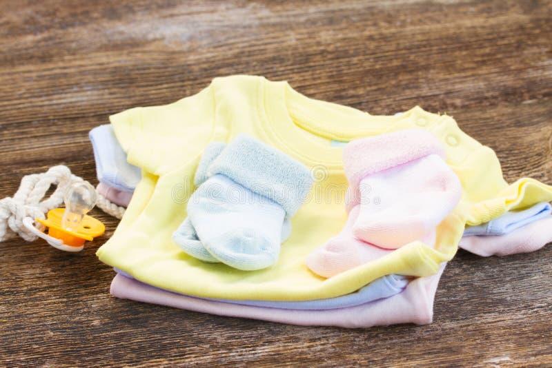Ropa del bebé fotografía de archivo