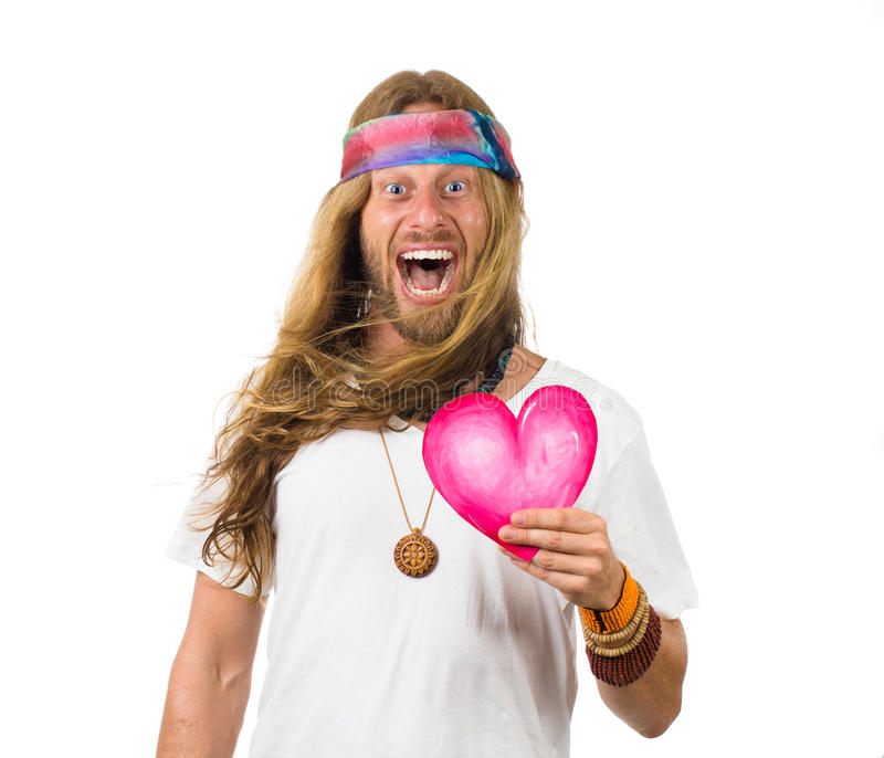 Ropa förvånad hippie man att rymma en förälskelsehjärta arkivbild