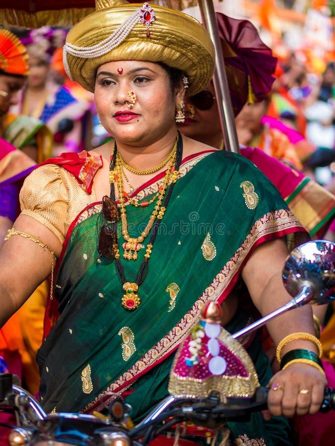 ropa femenina tradicional hindú imagen de archivo libre de regalías
