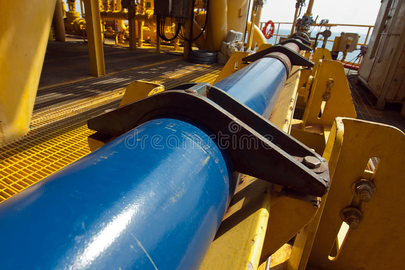 Ropa i gaz na morzu przemysł drymby praca fotografia stock