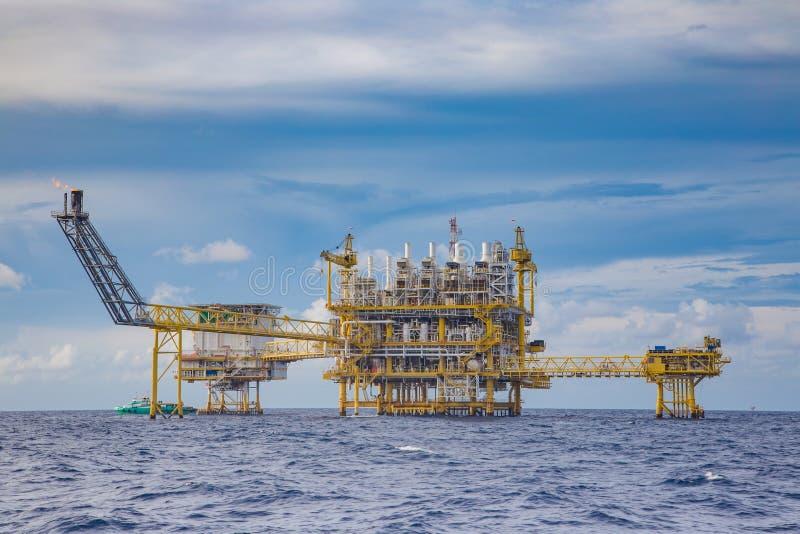 Ropa I Gaz przemysłowy zawierający zakwaterowanie platforma fotografia royalty free