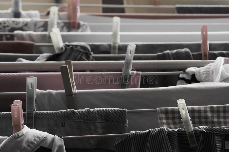 Ropa lista para secarse en el sol fotos de archivo libres de regalías
