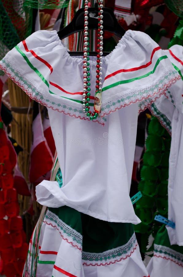 Ropa mexicana tradicional imagen de archivo. Imagen de