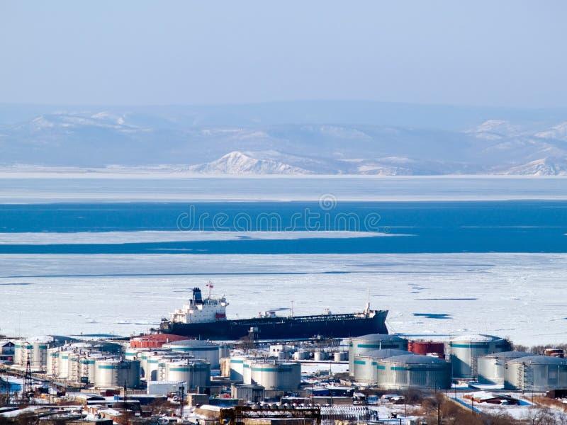 ropa naftowa oleju portu rosyjski tankowiec Władywostoku zdjęcia stock