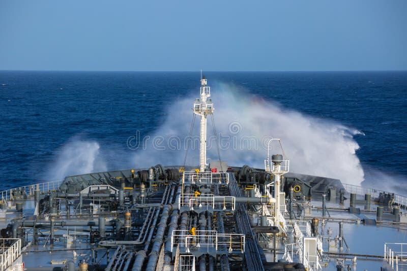 Ropa naftowa tankowa przednia część pokład zdjęcie royalty free