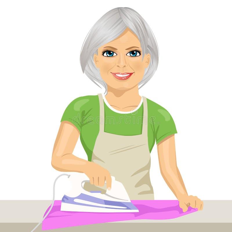 Ropa que plancha de la mujer mayor feliz housework ilustración del vector