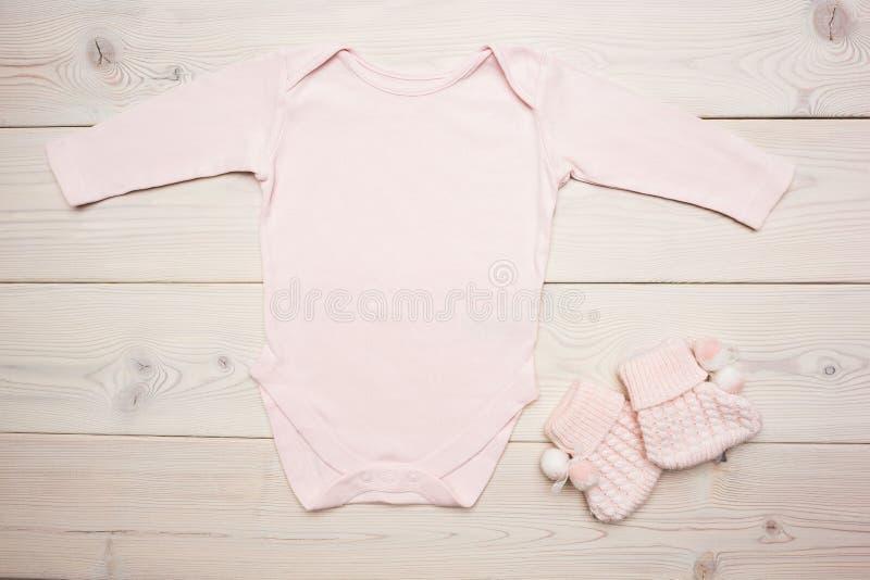 Ropa rosada del bebé fotografía de archivo libre de regalías