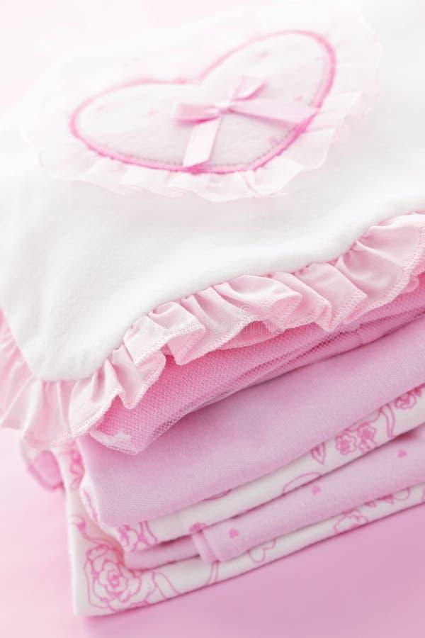 Ropa rosada del bebé para la muchacha infantil imágenes de archivo libres de regalías
