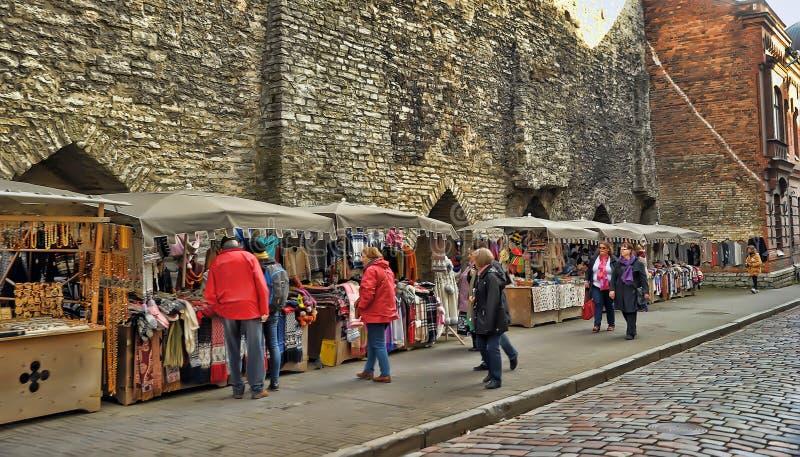 Ropa tejida a mano de lana en Tallinn imágenes de archivo libres de regalías