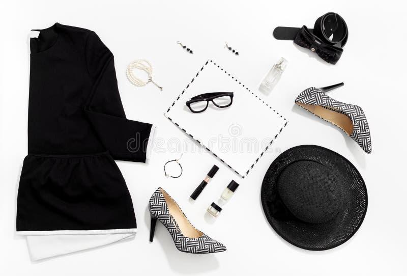 Ropa y accesorios elegantes de las mujeres de la moda blanco y negro fotografía de archivo