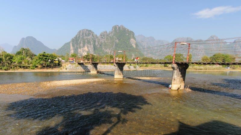 Rope el puente de madera en Vang Vieng, Laos foto de archivo libre de regalías
