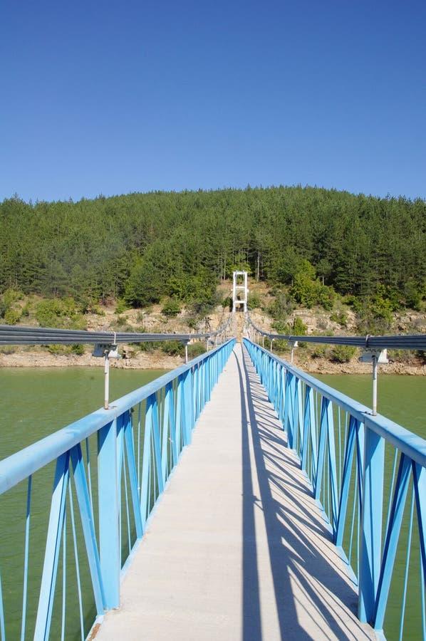Rope il ponte pedonale sulla diga di Kardzhali, Bulgaria immagine stock libera da diritti
