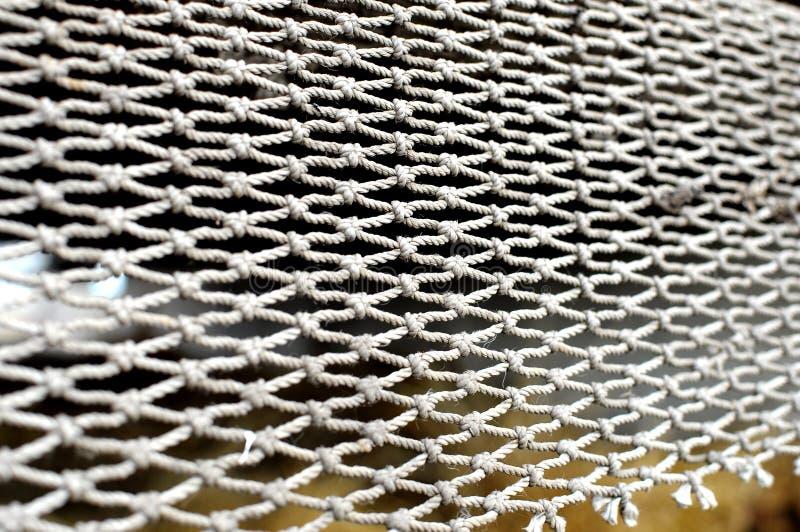Rope la malla en el fondo borroso de la pila de heno contexto de la textura fotografía de archivo libre de regalías
