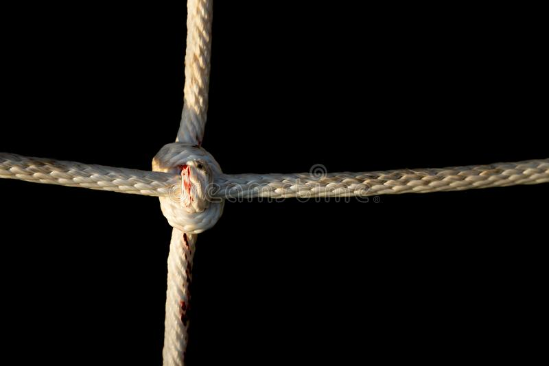 Rope le plan rapproché de noeud du filet s'élevant chez le terrain de jeu des enfants photographie stock