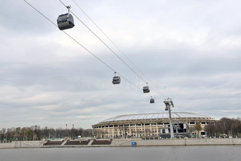 Ropeway στη Μόσχα που συνδέει τους λόφους περιοχής και Vorobyovy sportsa Luzhniki στοκ εικόνες με δικαίωμα ελεύθερης χρήσης
