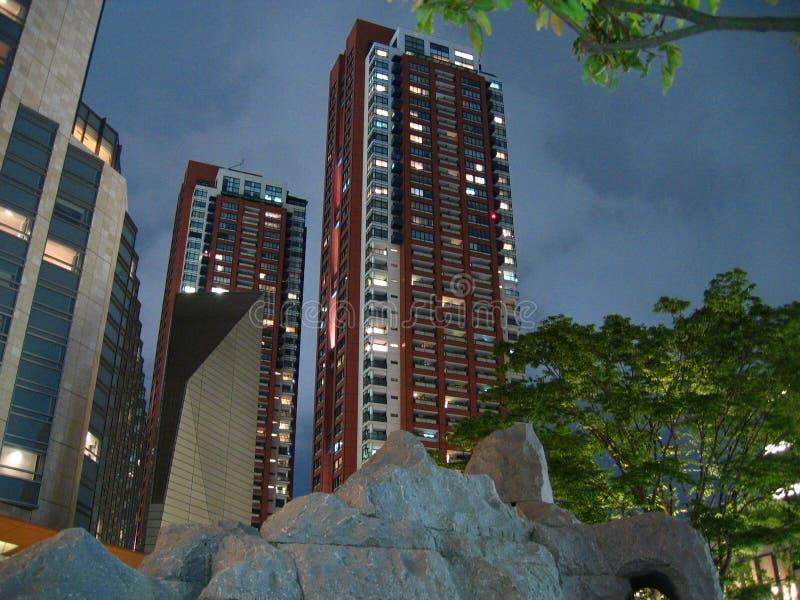 Roppongi Hügel-Wohnsitznachtszene (???????????) stockbild