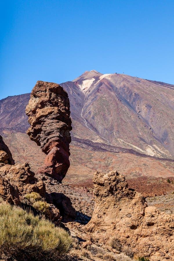 Roque Cinchado en zet Teide, Tenerife, Spanje op. royalty-vrije stock fotografie