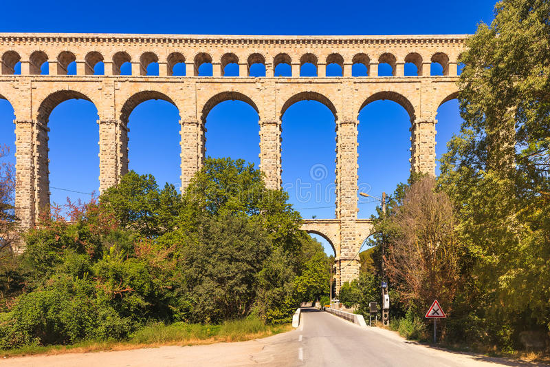 Roquefavour akweduktu historyczny stary punkt zwrotny w Provence, Francja. obraz royalty free