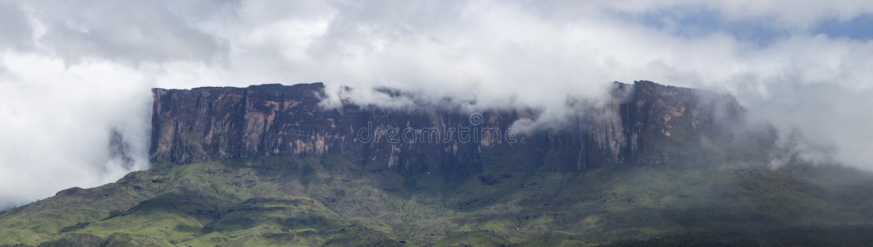 Roraima Tepui eller tabellberg i Canaima, Venezuela fotografering för bildbyråer