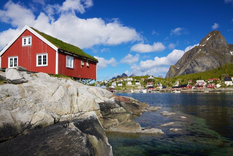 Rorbuer su Lofoten in Norvegia fotografie stock libere da diritti